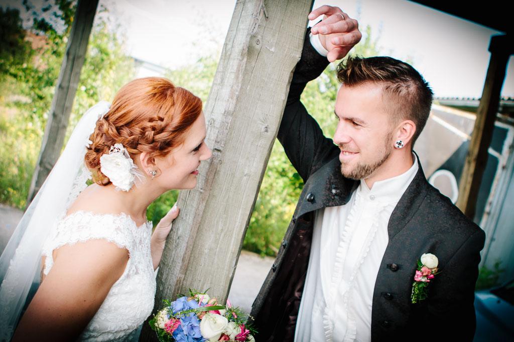 Traumhafte Hochzeit und Porträts in rustikaler Kulisse