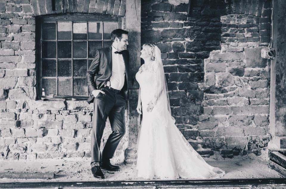 Hochzeit mit Holz, Emotionen und gut gelaunten Gästen